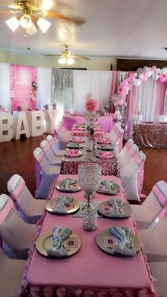 How to Make Easy and Cheap Baby Shower Decorations Napkin Ideas Baby Shower Ideas for Girls Deco Baby Shower, Baby Girl Shower Themes, Baby Shower Winter, Baby Shower Princess, Baby Princess, Baby Shower Gender Reveal, Baby Boy Shower, Royal Baby Shower Theme, Baby Shower Table Set Up