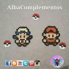 Llaveros chico y chica pokemon #hechoamano en #AlbaComplementos #handmadejewelry #handmade #colgante #complementsdesign #complementos #bisutería #accesorios #llavero #colgantedemochila #colgantedebolso #colgantedemaleta #pokemon #red #chicaPokemon #pokeball #beads #pixels #pixelart #pixelartist