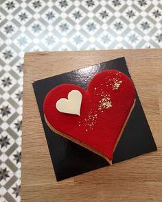 Devinez avec qui je faite la St Valentin ...? Une pâtisserie de @cyril_lignac of course ! Mais partagée avec @arnaud90210  #happyvalentinesday #cyrillignac #stvalentin