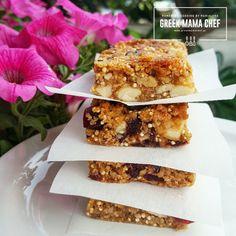 Η βραβευμένη food blogger (ΒΗΜΑ GOURMET FOOD BLOG AWARDS Βραβείο Κοινού BEST COOKING IN ENGLISH), Μαριαλένα Τερζή, μας συστήνεται ως Greek Mama Chef και μέσα από το blog και τη σελίδα της στο facebook μας προτείνει νόστιμες ιδέες και συνταγές που μπορούμε να ετοιμάσουμε στο σπίτι. Μπάρες με κινόα, κράνμπερι και ξηρούς καρπούς, μία πολύ πρωτότυπη …