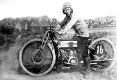 生涯レーサー平田友衛40年のバイク人生   平田友衛、明治36年(1903)生まれの、この小柄な男は、大正9年(1921)18歳でデビューし、昭和38年(1963)60歳で引退するまで、42年ものあい…