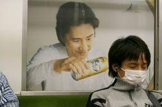 【衝撃】俳優・田村正和さんが電車内の乗客に悪質ないたづらをしている証拠写真!