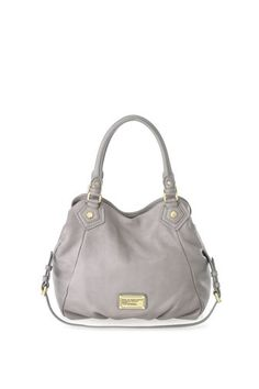 A key Marc by Marc Jacobs accessory, the Classic Q Fran is a spacious shopper and a perfect every day, on the go bag. The Fran features our signature logo plaque detailing, as well as a detachable cross-body strap, providing many convenient carrying options. 100% Cow Leather. 12 .5