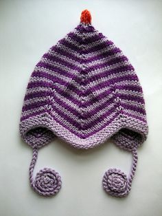 """A """"Djævlehue"""" size newborn...; i think that's the same pattern as this free one: http://www.ravelry.com/patterns/library/baby-pilot-style-hat-pattern"""