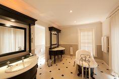 Luxury Rooms, Hotel Spa, Corner Bathtub, My Dream Home, Mirror, Bathroom, Furniture, Home Decor, Washroom