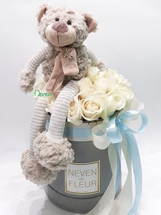 Plišani meda i bele ruže za rođenje dečaka Flower Box Gift, Flower Boxes, Cute Gifts, Baby Gifts, Exploding Gift Box, Diy Baby Shower Centerpieces, Birthday Wishes Flowers, Valentines Gift Box, Teddy Bear Pictures