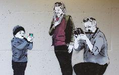 Der Street-ArtistI♥ aus Vancouver dürfte euch noch von hier bekannt sein. Mittlerweile gibt es einige neue Sachen von ihm zu sehen.Auch im Rahmen seiner ersten Solo-Ausstellung, die den Namen bzw. Hashtag #asignofthetimes trägt. Hier zeigt er uns seine g