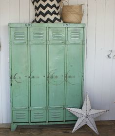 OMG I just died and went to heaven over these vintage lockers | Design Vintage Industrial Lockers