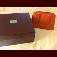 Auth Prada Saffiano Lux Purse This Saffiano Lux Bauletto bag in Papya is the real deal. Partitioned inside, Prada Leather. Comes in original box, with original dust bag, with card of authenticity and receipt. Purchased in 2014 in Las Vegas. Prada Bags Shoulder Bags