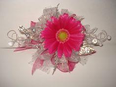 [Beautiful Pink Wrist Corsage]