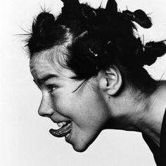Bjork - I tried doing that to my hair because of her. Pretty sure only Bjork can get away with Bjork-type styling. Anthony Kiedis, Bjork, Foto Art, Carl Jung, Music Icon, Female Singers, Freddie Mercury, Trip Hop, Foto E Video