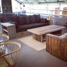 Sofa fra drivved.no  Materialer fra #1874 #drivved #drivvedland #gjenbruksmaterialer #elskerdet #påbestilling #håndlagetavoss #barefordeg