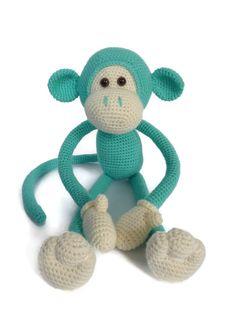 Dit is het PDF patroon voor Mike the Monkey. Het patroon bevat veel fotos en uitgebreide beschrijvingen. Er wordt gebruik gemaakt van vasten, lossen en het meerderen en minderen van vasten.    Het patroon is digitaal en direct te downloaden na dat je betaling binnen is! De Engelse, Deense en Nederlandse versie zijn beschikbaar na aankoop.    In de fotos zie je Mike gehaakt met het garen: Stylecraft special DK en een 3mm haaknaald. Hij is ongeveer 40cm lang van top tot teen.    Mocht je…