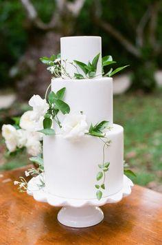 #dessert #display #weddingcake  #earthandsugar #flowers #wedding  #cake #cakestand #gold #vine #flowers #featured  #sweets #green #white