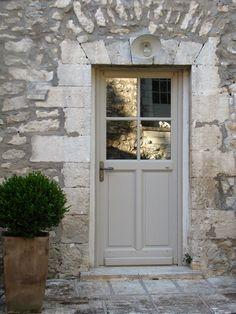Door Colour Idea ❤ Provence Doorway Via Michael Hampton Cottage Front Doors, Cottage Windows, Cottage Door, House Front Door, House Doors, Victorian Front Doors, Garage Doors, Ideas Cabaña, Oak Doors