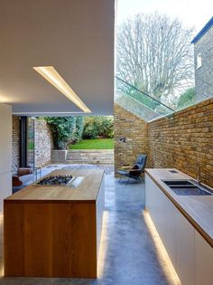 The modern side extension is the mainstay of small inner city architecture practices, particularly in London. Designed by Coffey Architects Luxury Kitchen Design, Best Kitchen Designs, Luxury Kitchens, Side Extension, Glass Extension, Extension Ideas, Kitchen Diner Extension, House Extension Design, Victorian Terrace