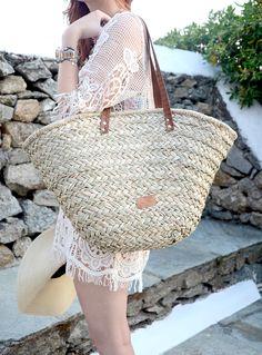 Beach accessories: straw beach bag #vacation #packing #essentials