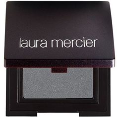 Do you want to make your eyes sparkle, shine and pop? This guide to eyeshadow looks for blue eyes will show you how to achieve flattering eye makeup. Makeup Looks Blue Eyes, Eyeshadow For Blue Eyes, Blue Eye Makeup, Eyeshadow Looks, Eye Color, Colour, Laura Mercier, Luster, Celestial