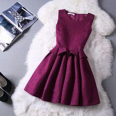 Slim round neck sleeveless princess dress