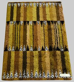 "MATTA Marianne Richter, ""Stegeborg"", Östergyllen. 137 x 200 cm. Beigebrun färgställning."