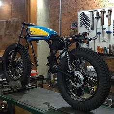 Amazing scrambler motorcycle by Bendita Macchina. Garage made scrambler 125 cc bike. Ducati Scrambler, Scrambler Motorcycle, Honda Motorcycles, Custom Motorcycles, Bobber, Motorcycle Workshop, Motorcycle Mechanic, Motorcycle Garage, Mid Size Sedan
