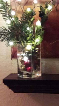 Ein anderes Gefäß, ein bißchen Tannengrün, eine Lichterkette und ein paar Kugeln.... Fertig ist die Weihnachtsdeko