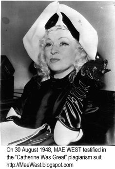 Mae West in court for plagiarism suit. Hollywood Actor, Classic Hollywood, Queens New York, Star Wars, Mae West, Tv On The Radio, Old Pictures, Movie Stars, 1940s