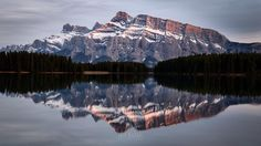 Another sunset at Two Jack Lake in Banff.  #sunset #rundle #reflection #twojack #lake #banff #banffnationalpark #alberta #travelalberta #parkscanada #ohcanada #canada #imagesofcanada #wildlycreative #mybanff #canadianrockies #rockies