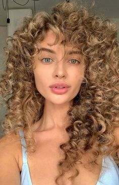 Hair Day, New Hair, Long Curly Hair, Curly Hair Styles, Hot Haircuts, Trending Haircuts, Mode Outfits, Pretty Hairstyles, Lazy Hairstyles