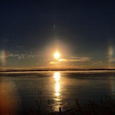 November sundog. #lakeminnetonka #minnesota #sundog #mn #exploremn #lake #minnetonka #tonka #sun #cold #morning #mnlakelife #lakelife #steam #reflection