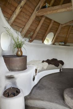 The Thatched Cottage, Denmark. The rocket stove with bench in the COB house Cob Building, Green Building, Adobe Haus, Earth Bag Homes, Earthship Home, Mud House, Organic Architecture, Residential Architecture, Contemporary Architecture