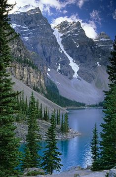 Moraine Lake is a glacially-fed lake in Banff National Park, 14 kilometres outside the Village of Lake Louise, Alberta, Canada. Landscape Photography, Nature Photography, Travel Photography, Free Photography, Banff National Park, National Parks, National Forest, Cool Places To Visit, Places To Travel