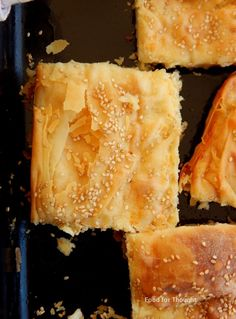 Pizza Tarts, Cheese Pies, Spanakopita, Greek Recipes, Cornbread, Food And Drink, Vegetarian, Sweets, Cooking