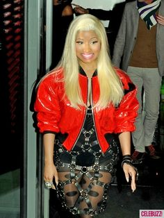 How is Nicki Minaj even walking in this outfit?