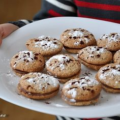 Easy chocolate and walnut cookies Walnut Cookies, Romanian Food, Cake Cookies, Biscotti, Delicious Desserts, Muffins, Favorite Recipes, Sweets, Food And Drink