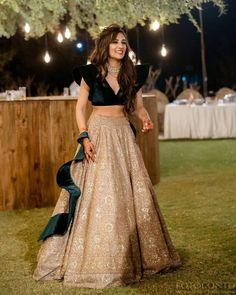 Party Wear Indian Dresses, Designer Party Wear Dresses, Indian Gowns Dresses, Indian Bridal Outfits, Dress Indian Style, Indian Fashion Dresses, Indian Designer Outfits, Wedding Dresses, Modest Fashion