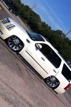 Cadillac Escalade Bagged Trucks, Chevy Trucks, Suv Trucks, Escalade Car, Cadillac Escalade, Luxury Car Rental, Luxury Cars, Party Bus Rental, Chevy Avalanche