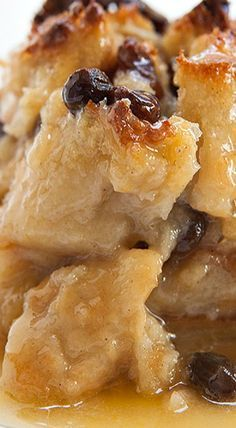 Bread Pudding ~ Authentic New Orleans bread pudding with French bread, milk, egg. Bread Pudding ~ Authentic New Or. Köstliche Desserts, Delicious Desserts, Dessert Recipes, Yummy Food, Pudding Desserts, Cheesecake Pudding, Bread Recipes, Cooking Recipes, Healthy Recipes
