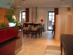 "Im Jahre 2003 wurde das Restaurant im AKZENT Hotel Laupheimer Hof umgebaut zum Feng Shui Restaurant ""Contrast"". Feng Shui, Modern, Conference Room, Restaurant, Furniture, Home Decor, House, Trendy Tree, Decoration Home"