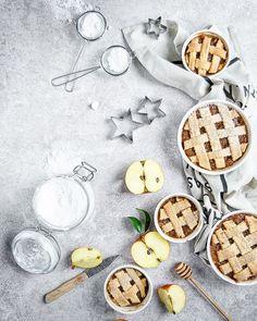 Cinnamon & apple 🍎🍎mini pies by k.polkowska . . https://www.bufetout.ru/catering/kejtering-na-vystavku/ - Кейтеринг Тим - Google+