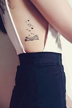 23 Awesome Tattoo Ideas for Book Lovers Buch Rib Tattoo Idee The post 23 Fantastische Tattoo-Ideen für Buchliebhaber & Tattoos appeared first on Tattoo ideas . Tattoo Girls, Girl Rib Tattoos, Tattoos For Lovers, Tattoos For Women, Tattoo Women, Hand Tattoos, Ankle Tattoos, Friend Tattoos, Sleeve Tattoos