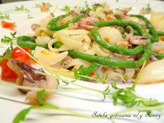 Tagliatelle z liczi,fasolką wężową i owocami morza
