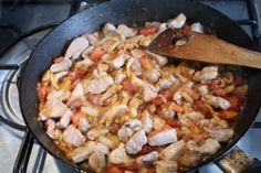 Brassói aprópecsenye készítése 16 Paella, Meat, Chicken, Ethnic Recipes, Food, Dekoration, Essen, Meals, Yemek