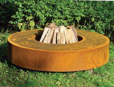 Haard van corten staal in de tuin. Corten staal heeft een warme uitstraling, is weervast en oer- en oersterk!