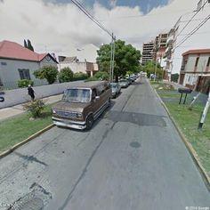 Ford Econoline . Alberto Lartigau 101-149, Wilde, Buenos Aires, Argentina | Instant Google Street View