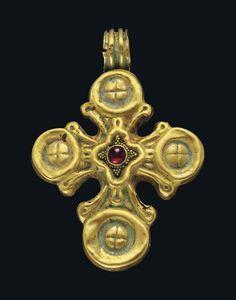 A BYZANTINE GOLD AND GARNET PENDANT CROSS CIRCA 6TH-7TH CENTURY A.D.
