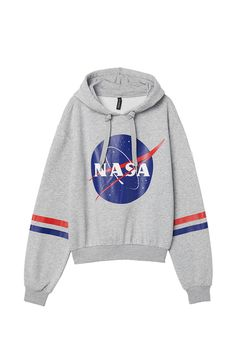 H&M NASA Sweatshirt Short sweatshirt with a printed design. Jersey-lined drawstring hood, dropped shoulders, and long sleeves. Ribbing at cuffs and hem. Hipster Outfits, Teen Fashion Outfits, Grunge Outfits, Fashion Dresses, Hoodie Sweatshirts, Printed Sweatshirts, Tumblr Sweatshirts, Nasa Hoodie, Nasa Clothes