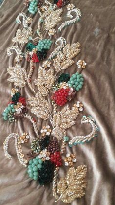 Embroidery On Clothes, Embroidery Works, Couture Embroidery, Embroidery Monogram, Bead Embroidery Jewelry, Embroidered Clothes, Silk Ribbon Embroidery, Embroidery Dress, Hand Embroidery