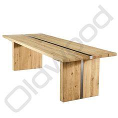 De tafel Berlijn is gemaakt van prachtig robuust hout, dit geeft de tafel een landelijke uitstraling. Door het metaal in het midden van de tafel is deze tafel uniek en modern.