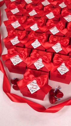 Personalized wedding favor gift boxes with red satin ribbon bow and custom names. Elegant party bonbonniere for candies or small souvenirs to thank guests. #welcomebox #giftbox #personalizedgifts #partyfavor #weddingfavor #weddingbox #weddingfavorideas #bonbonniere #weddingparty #sweetlove #favorboxes #candybox #burgundywedding #redwedding #uniqueweddingfavor Handmade Wedding Favours, Candy Wedding Favors, Wedding Favor Boxes, Personalized Wedding Favors, Fun Wedding Invitations, Adult Birthday Party, Birthday Party Favors, Wedding Name, Red Wedding